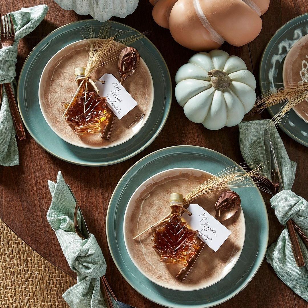 Festive napkins and decorative pumpkins